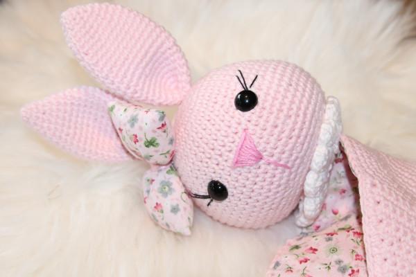 Schnuffelhase rosa Blume
